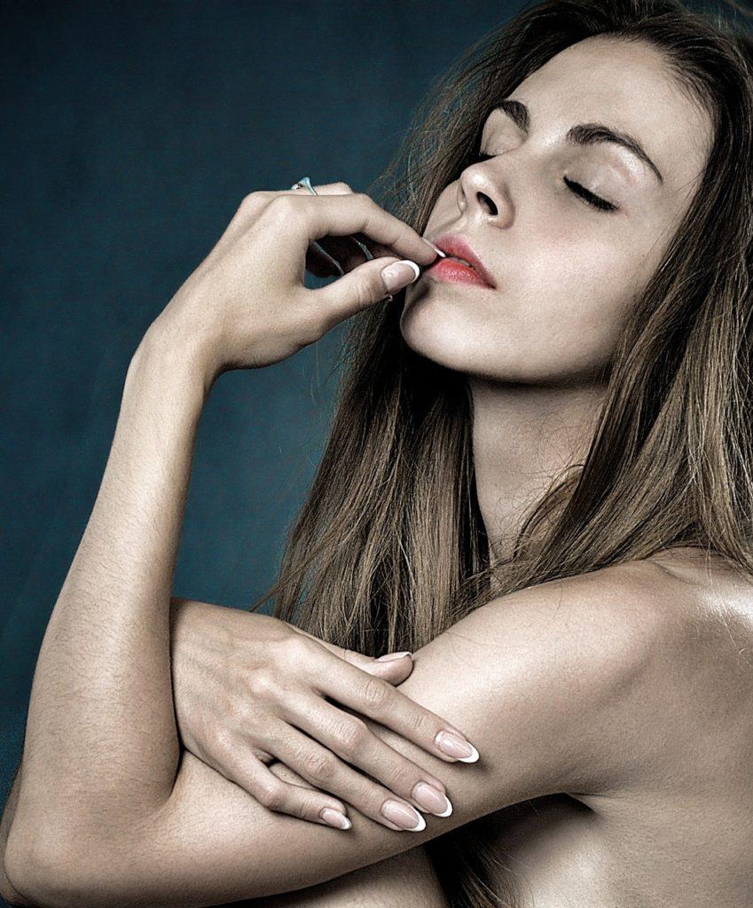 Jak dbać o skórki wokół paznokci? Wypróbuj najlepsze produkty